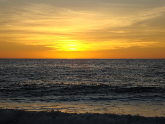 Baja Beach Oasis: Beautiful sunsets out front