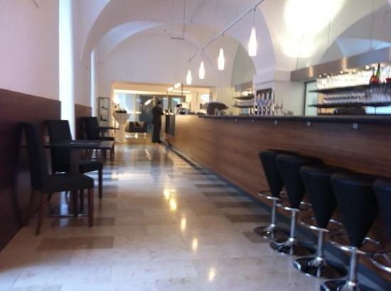 Altes Kloster: Lobby mit Bar