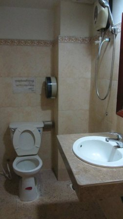 Sovann Phum Hotel: bathroom