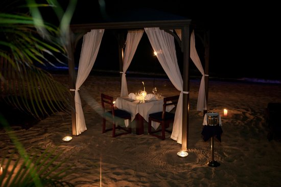 The House by Elegant Hotels: Beachside Dining