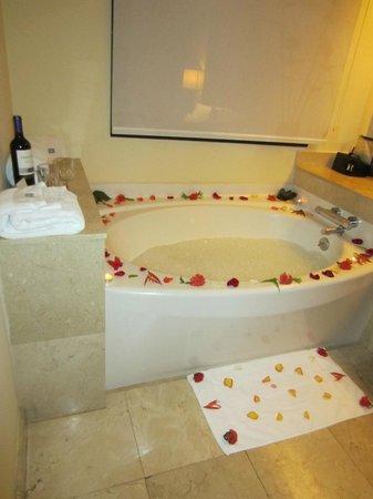 The Westin Golf Resort & Spa, Playa Conchal - An All-Inclusive Resort: Flower bath
