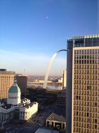 Hilton St. Louis at the Ballpark: View from West Tower, 22nd floor - the Arch - and the Three Sixty rooftop bar/restaurant