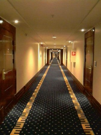 Elite Park Avenue Hotel: Corridor on 10th floor