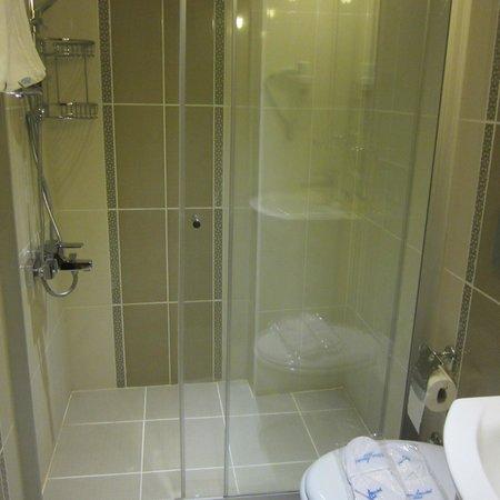 Blue Istanbul Hotel: Hotel bath