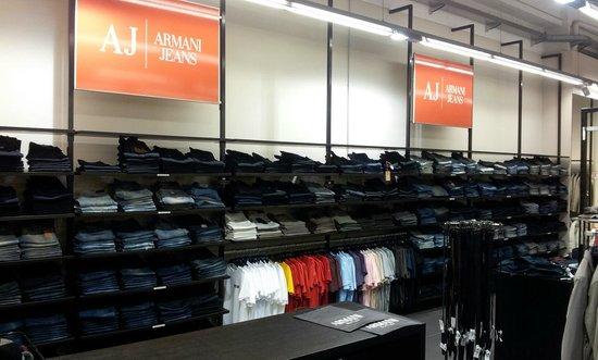 Armani factory store lago di como aggiornato 2018 da for Lago store outlet
