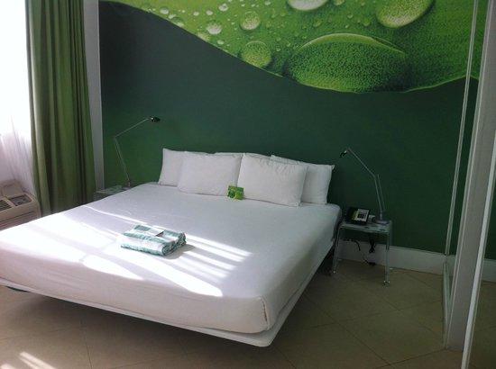 The President Hotel - Miami Beach: room 406 