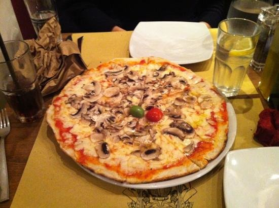 Da Vito e Dina: one of the bed pizza's I've ever had