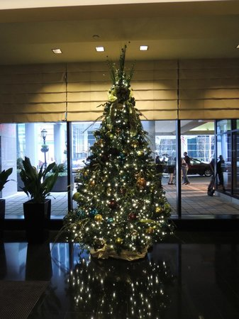 The Westin Chicago River North: Christmas Tree in the lobby