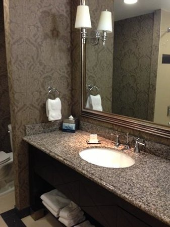 The Skirvin Hilton Oklahoma City: Bathroom