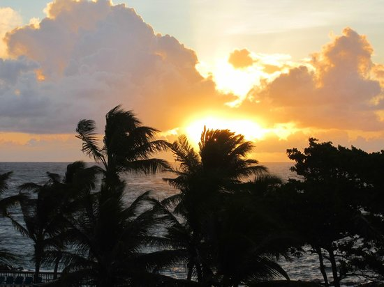 Coconut Bay Beach Resort & Spa: Sunrise
