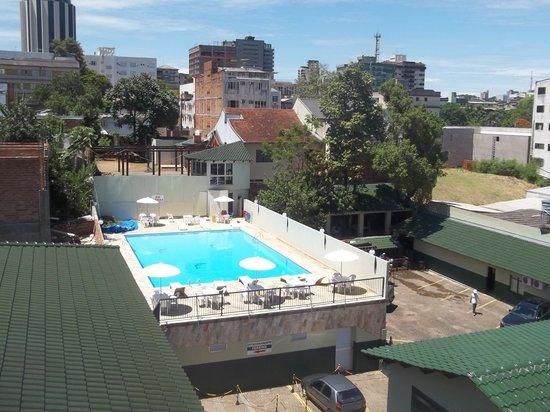 San Rafael Hotel: la pileta del hotes desde mi habitación