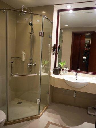 Paradise Hotel Shanghai: Bathroom