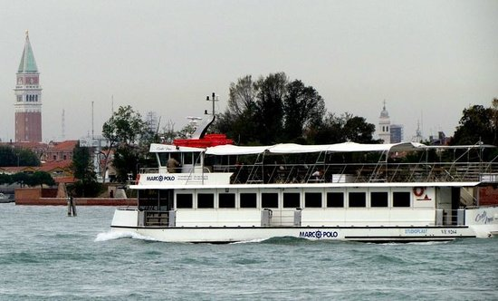 Viktoria Palace Hotel: Ferry boat sailing by