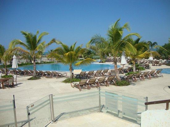 Occidental Cartagena: Piscina activa