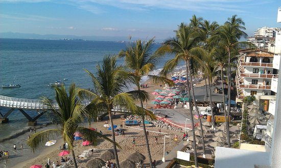 Emperador Vallarta Beachfront Hotel & Suites: View from room