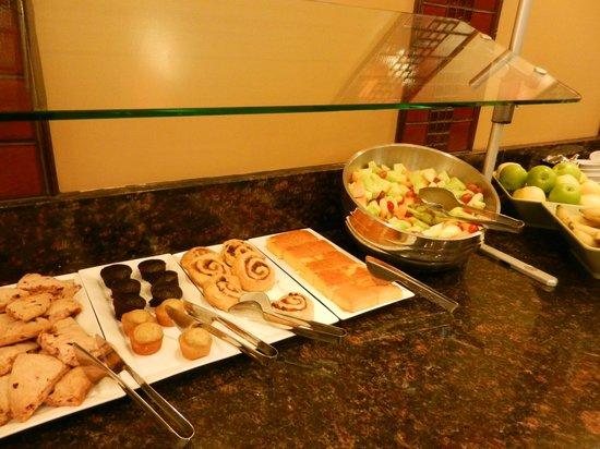 HYATT House Richmond-West: fresh fruit bowl