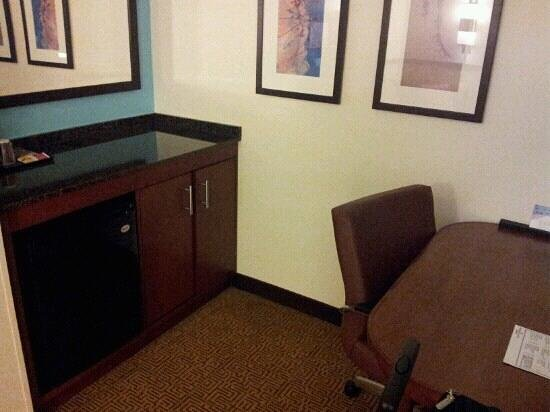 SpringHill Suites Birmingham Downtown at UAB: Kitchen office area.... refrigerator and microwave. Desk had no view of TV.