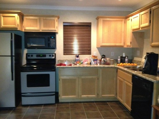 Hotel Aspen InnSuites Flagstaff / Grand Canyon: Kitchen
