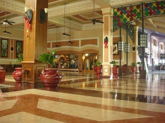 Hotel Riu Montego Bay: Looby