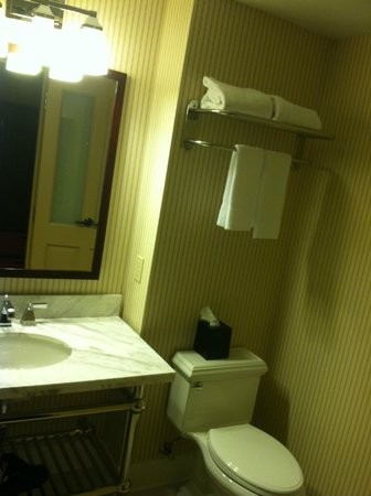 Sheraton Herndon Dulles Airport Hotel: Washroom