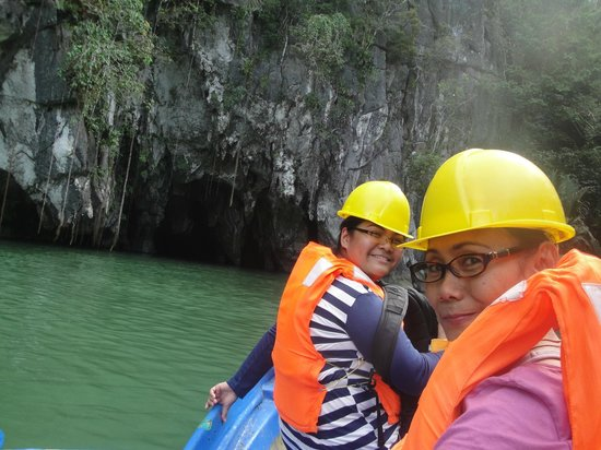 Puerto Princesa Underground River : Conquered the waves just to see the Underground River