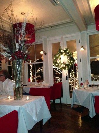 Natalie's Restaurant: Pretty setting without substance on the food side