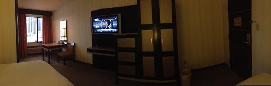 Gold Coast Hotel and Casino: other side of room (panoramic)