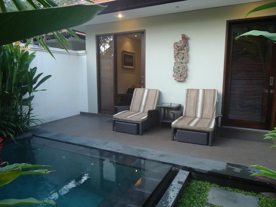 White Rose Kuta Resort, Villas & Spa: Lounging area