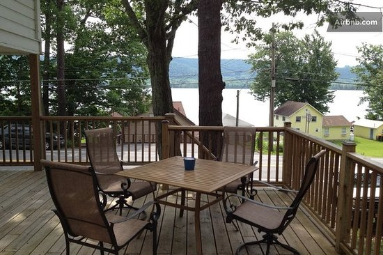 Lakeside Inn: Have breakfast overlooking the lake!