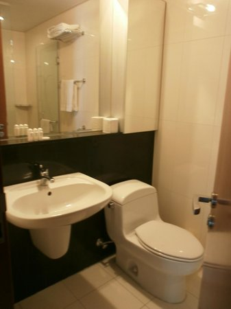 Vabien Suite I Serviced Residence: Common Bathroom