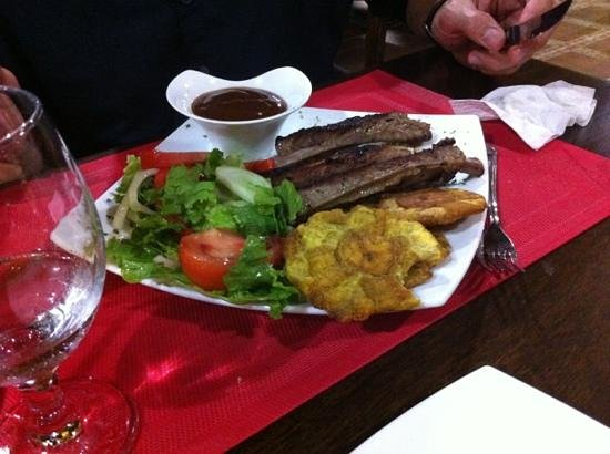 Bistro Bon Appetit: pork ribs with salad and fried yucca