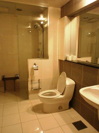 Vabien Suite I Serviced Residence: Master Bathroom