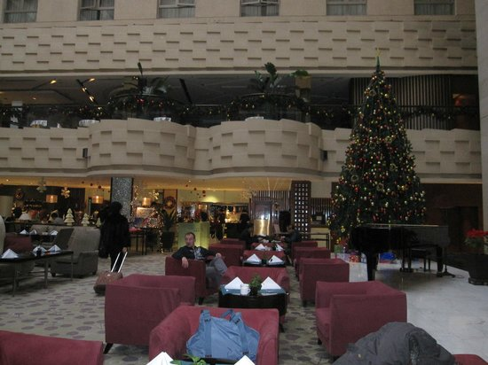 كراون بلازا هوتل بكين وانج فو جينج: Lounge area in front of breakfast area 