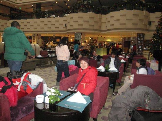 Crowne Plaza Beijing Wangfujing: Cafeteria lounge