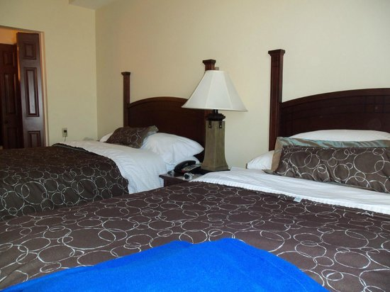 Staybridge Suites Hot Springs: Clean and Comfortable Beds await your tired Bodies.