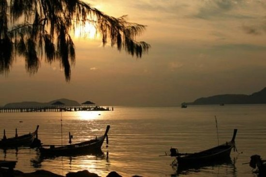 Ban Bang Ben, Thailand: sunset near the pier