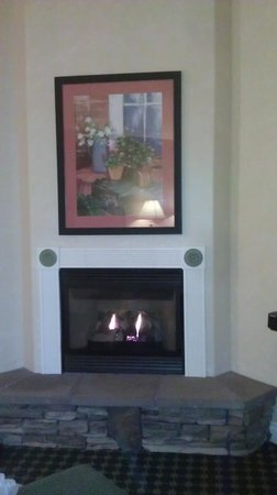 Oregon Garden Resort: fireplace