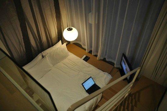 Studio M Hotel: Bed