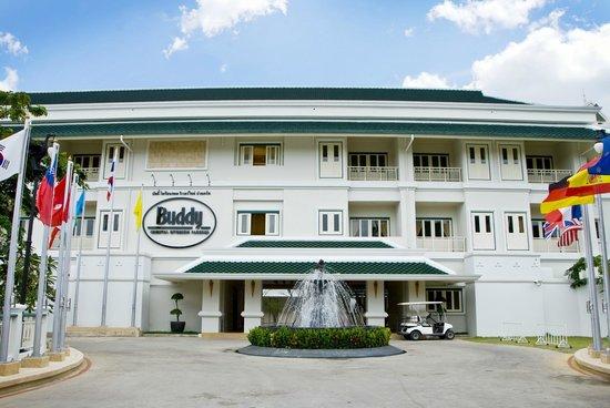 Buddy Oriental Riverside Pakkred: In front of hotel