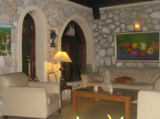 Abaka Bay Resort: Living room area