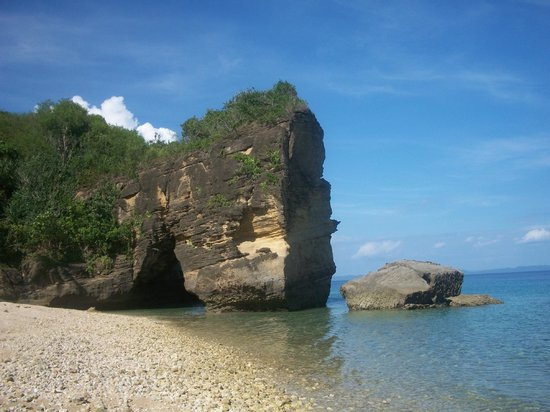 Marinduque Island, ฟิลิปปินส์: A quick sidetrip to the rocky shores of Mongpong Island