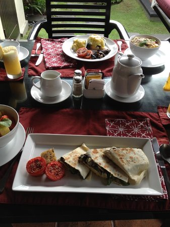 The Ulin Villas & Spa : breakfast