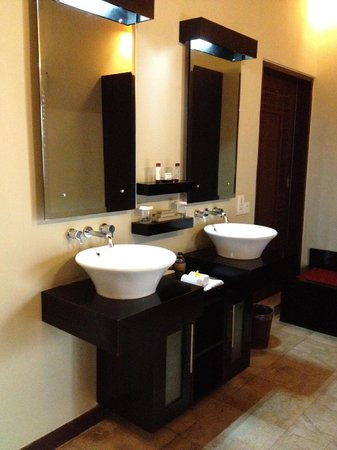 The Ulin Villas & Spa: bathroom
