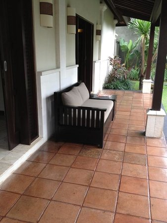 The Ulin Villas & Spa: outdoor sofa