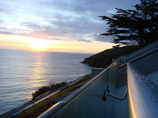 Cliff House Hotel: Sunrise from the balcony