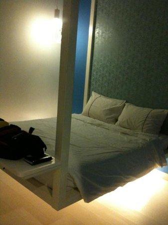 J Hotel : room 219