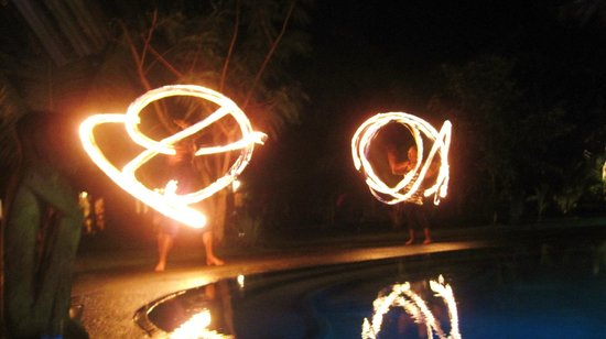 Popa Paradise Beach Resort: great fireshow!