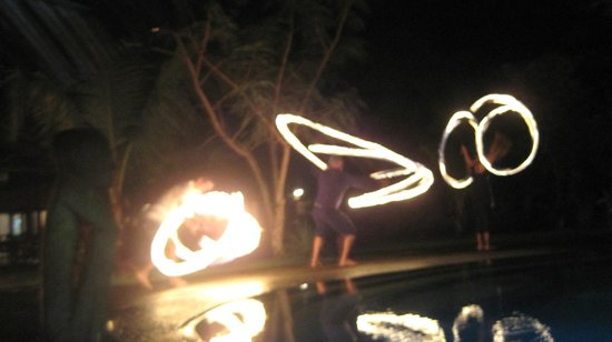 Popa Paradise Beach Resort: fire dancin'!