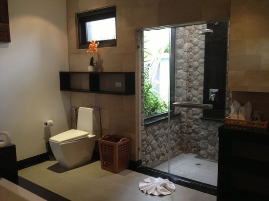 Seastone Pool Villas: Bathroom