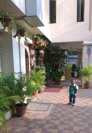 Nandhana Grand : Hotel Entrance